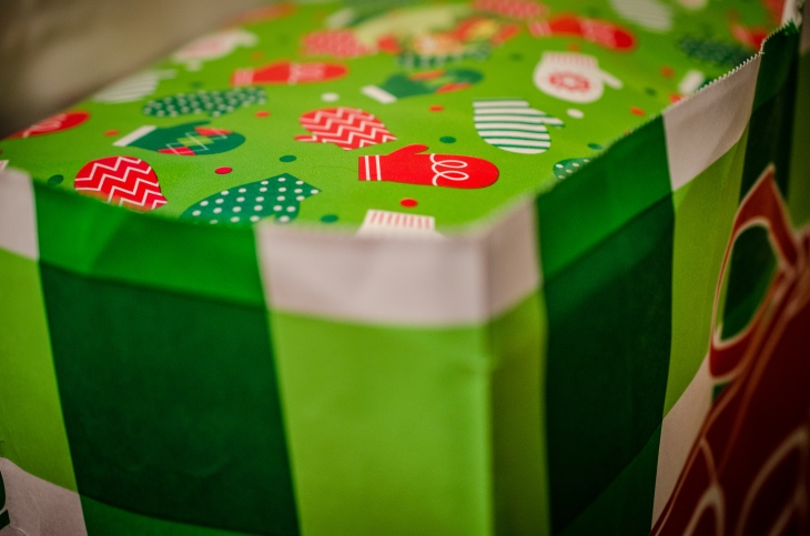 Wrapped_gifts_in_a_bag_(8278418451)